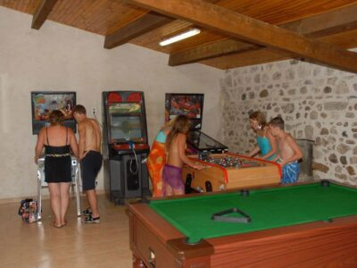 Bar du camping avec jeux